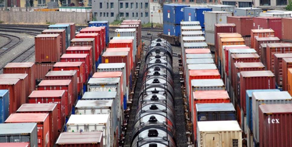 -погрузки-контейнеров-на-Дальневосточной-магистрали.jpg